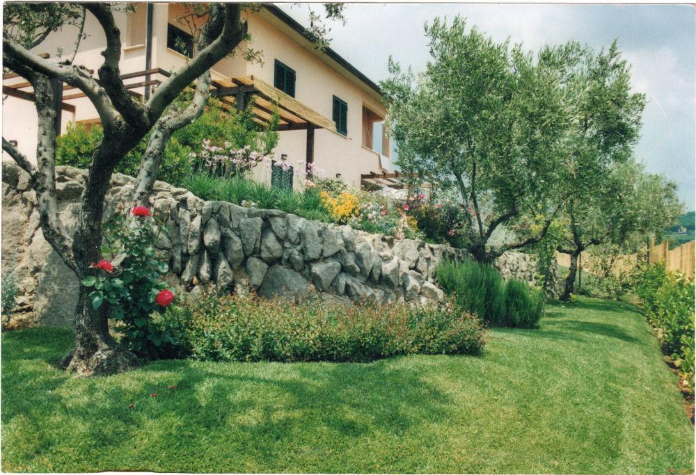 Come terrazzare un terreno scosceso sfondo for Soluzioni giardino in pendenza